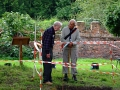 scadbury-discussing-excavation